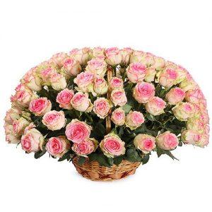 букет 101 розовая роза в корзине