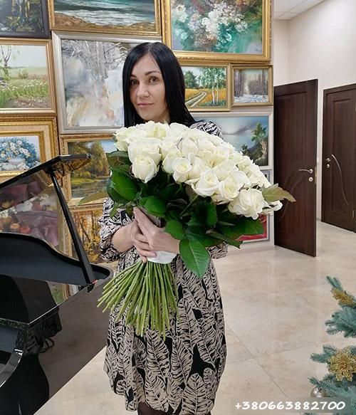 101 белая роза фото доставки